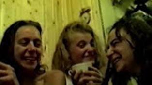 Пьяные малолетки в бане курят и пиздят